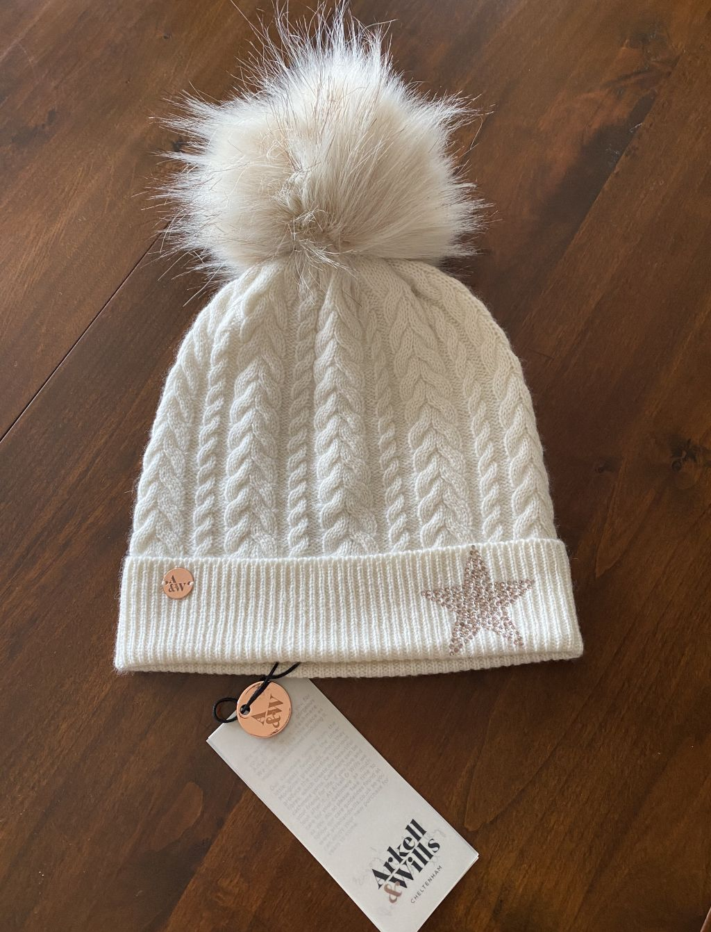 Cable beanie with star and faux fur pom