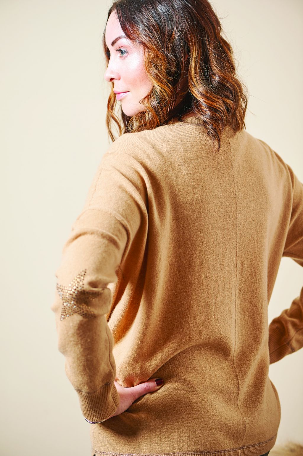 Camel cashmere boyfriend v-neck sweater
